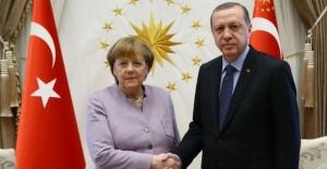 Cumhurbaşkanı Erdoğan, Almanya Başbakanı Merkel İle Telefonda Görüştü
