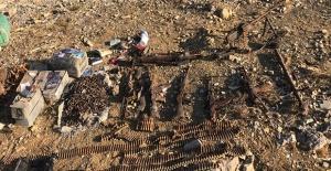 Irak'ın Kuzeyinde Çok Sayıda Silah, Mühimmat Ve Yaşam Malzemesi Ele Geçirildi