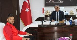 Koçarlının Gururu Efe Biniciden Belediye Başkanı Nedim Kaplan'a Teşekkür Ziyareti