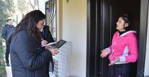 Kuşadası Belediyesi Kapı Kapı Dert Dinliyor