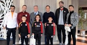 Kuşadası Belediyesi'nden Galatasaray Kampına Ziyaret