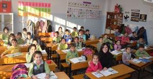 Kuşadası Belediyesi'nden Sömestr Tatili Öncesi İlkokullara Ziyaret