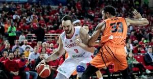 A Erkek Milli Basketbol Takımımız Hollanda'ya Mağlup Oldu