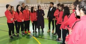 AK Parti Elazığ Milletvekili Balık'tan Kız Futsal Takımına Destek!