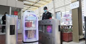 Çin'de Evlere Siparişleri Robotlar Götürüyor