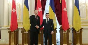 Cumhurbaşkanı Erdoğan, Ukrayna Devlet Başkanı Zelenskiy Tarafından Resmî Törenle Karşılandı