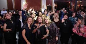 Sevgililer Günü'nde Eğlenceye Doyuldu ''İstanbul'da Aşk Bambaşka''
