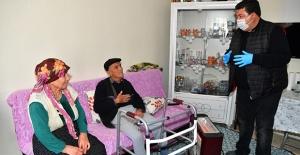 Yaşlı Çift Evden Çıkamayınca Çareyi Belediye Başkanını Aramakta Buldu