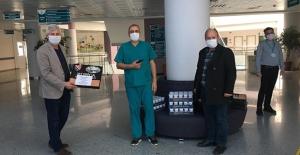 İzmir Bosna Sancak Derneğinden Sağlıkçılara Boşnak Börekli Destek