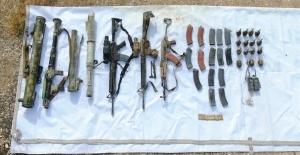 4 PKK/YPG'linin Etkisiz Hale Getirildiği Barış Pınarı Bölgesinde Çok Sayıda Malzeme Ele Geçirildi