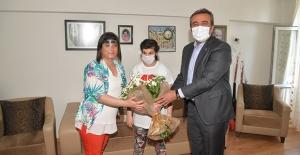Başkan Çetin Yılın Annesini Kutladı