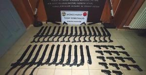 Hakkari'de Yasa Dışı Geçiş Teşebbüsüne Yapılan Müdahalede, 31 Adet Pompalı Tüfek, 17 Adet Kuru Sıkı Tabanca Ele Geçirildi