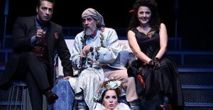 İBB Şehir Tiyatroları 8. Ekin Yazın Dostları Tiyatro Ödülleri'nden 2 Ödüle Layık Görüldü