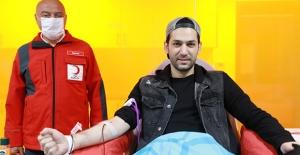 Oyuncu Murat Yıldırım'dan Kan Bağışı