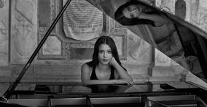 Piyanonun Ödüllü Genç Yıldızı Iraz Yıldız Ve Kıraç'tan 19 Mayıs Marşı