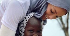 Gamze Özçelik'e 'Sınırsız İyilik Ödülü'
