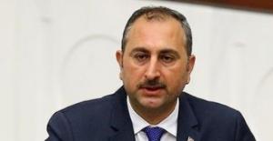 """Adalet Bakanı Gül'den Kılıçdaroğlu'na: """"Ya Bir Kanunun Nasıl Çıkacağını Bilmiyor Ya Da Meclis'in Milletten Aldığı Kanun Yapma Yetkisinden Rahatsız"""""""