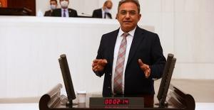 "CHP'li Budak: ""Turizm Batmış Ama Bakan Ortada Yok"""