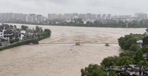 Çin'deki Sel Faciası 480 Yıllık Köprüyü Yok Etti