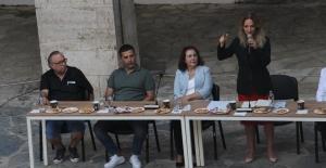 CHP Kadın Kolları Genel Başkanı Nazlıaka, Kuşadası'nda Partililerle Bir Araya Geldi