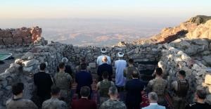 Cumhurbaşkanı Erdoğan Cudi Dağı'Ndaki Nuh Peygamber Üs Bölgesinde Bulunan Bakan Soylu İle Telefonla Görüşerek Askerlerin Bayramını Kutladı