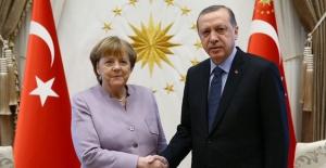 Cumhurbaşkanı Erdoğan, Almanya Başbakanı Merkel İle Bir Video Konferans Görüşmesi Gerçekleştirdi