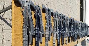 Hakkâri, Van Ve Hatay Hudut Hatlarında; 24 Adet Av Tüfeği İle 19.220 Paket Sigara Ele Geçirildi