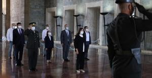 İYİ Parti'den 2. Olağan Kurultayı öncesi Anıtkabir'e Ziyaret