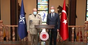 Millî Savunma Bakanı Akar, NATO Askeri Komite Başkanı Org. Peach'i Kabul Etti
