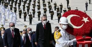 Cumhurbaşkanı Erdoğan Başkanlığındaki Devlet Erkanı Anıtkabir'de