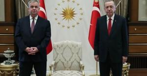 Cumhurbaşkanı Erdoğan'a 3 Büyükelçiden Güven Mektubu