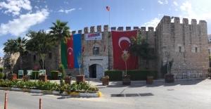 Kuşadası Belediyesi'nden Kardeş Ülke Azerbaycan'a Bayraklı Destek