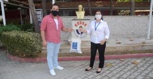 Kuşadası Belediyesi'nden Yüz Yüze Eğitime Başlayacak Öğrencilere Maske Desteği