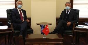 Millî Savunma Bakanı Akar, NATO Genel Sekreteri Stoltenberg ile Görüştü
