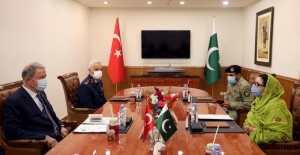 Millî Savunma Bakanı Akar, Pakistanlı Mevkidaşı Khan İle Bir Araya Geldi