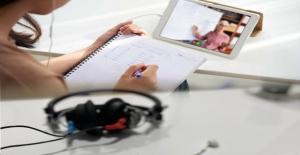 Online Eğitimde Kulaklıklara Dikkat!