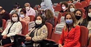 """Selvi Kılıçdaroğlu, CHP Kadın Kolları İle """"Bir Hazin Hürriyet"""" Tiyatro Oyunu'nu İzledi"""