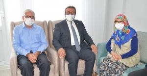 Başkan Çetin'le Tülay-Esrafil Burnukel Çiftinin Yüzleri Güldü