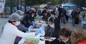 CHP'li Kadınlardan Depremzedelerle Dayanışma Kahvaltısı