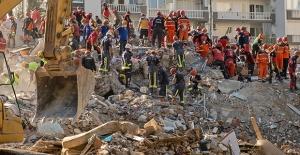 İzmir'deki Depremde Can Kaybı 102'ye, Yaralı Sayısı İse 1.026'ya Yükseldi