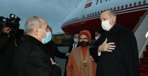 Cumhurbaşkanı Erdoğan Azerbaycan'da Törenle Karşılandı