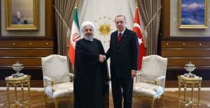 Cumhurbaşkanı Erdoğan, İran Cumhurbaşkanı Ruhani İle Telefonda Görüştü
