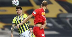 Fenerbahçe Evinde Dağıldı