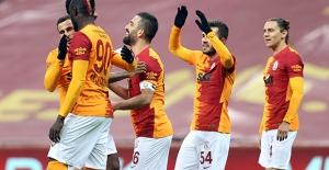 Galatasaray Renkdaşına Acımadı
