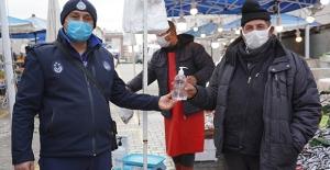 Lüleburgaz Belediyesi Pazar Yeri Esnafına Dezenfektan Dağıttı