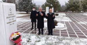 DSP Genel Başkanı Aksakal, Rahşan Ecevit'i Mezarı Başında Andı