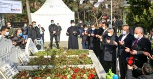 TBMM Başkanı Şentop, Necmettin Erbakan'ın Vefat Yıldönümünde Mezarını Ziyaret Edip, Dua Etti