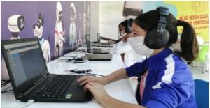 """Bakan Selçuk: """"68 Bin 241 Tablet Bilgisayar Daha Öğrencilere Ulaşıyor"""""""