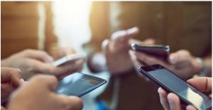 'Gelecek Kuşaklar Sosyal Medya Kullanımı Konusunda Eğitilmeli'