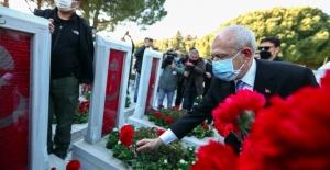 Kılıçdaroğlu, Çanakkale Şehitler Anıtını Ziyaret Etti